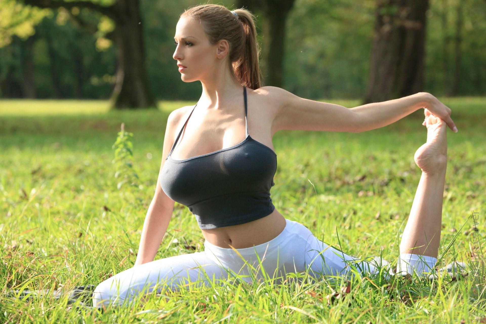 jordan yoga oben ohne